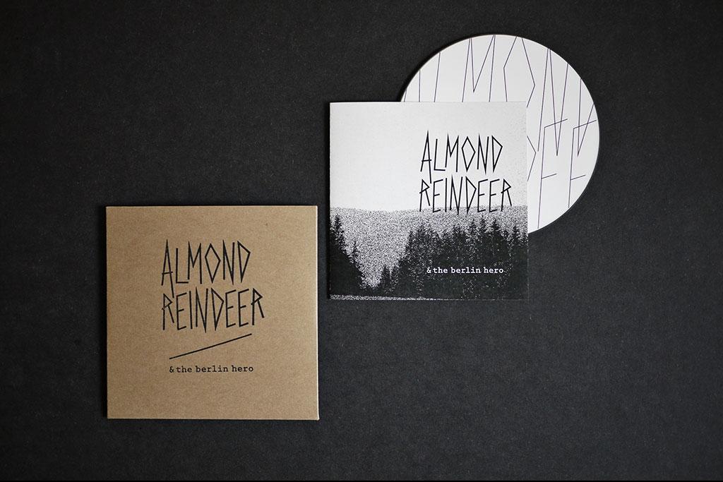 REGINE RACK Almond Reindeer